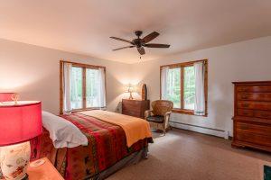 otter-creek-lodge-longhouse-bedroom