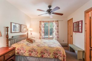 otter-creek-lodge-kayuga-bedroom