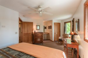 otter-creek-lodge-keneu-bedroom-bathroom