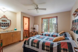 otter-creek-lodge-huron-bedroom