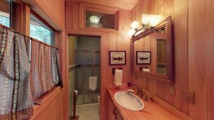 otter-creek-lodge-bathroom
